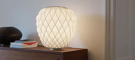 Designer-Tischleuchte Pinecone aus Milchglas