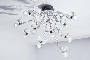 Deckenleuchte Birdie's Nest mit zehn Lichtvögeln