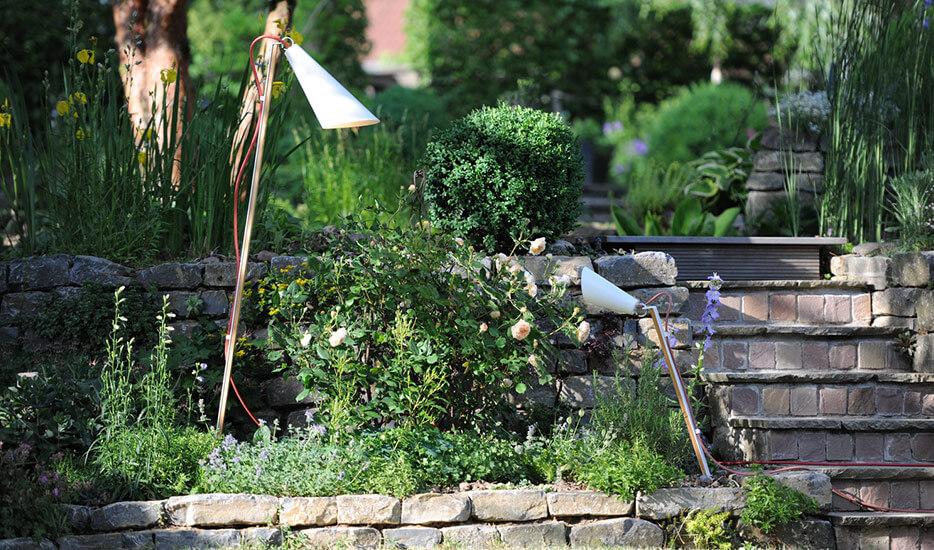 Mit Außenleuchten für eindrucksvolle Grundstücke, schöne Gärten – und Sicherheit sorgen