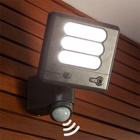 Esa Cam - LED-Wandleuchte und Überwachungskamera