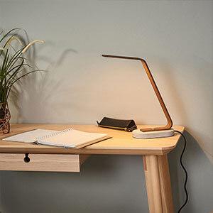 Moderne LED-Schreibtischleuchte Dani in Holzoptik