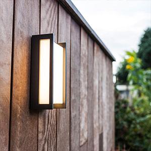 Geradlinige LED-Außenwandlampe Qubo