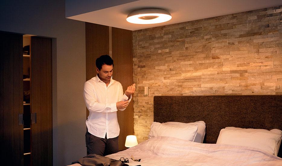 LED-Deckenleuchte im Schalfzimmer