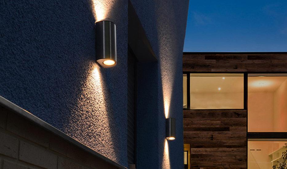 Edelstahl-Wandleuchten mit zweiseitigem Lichtauslass