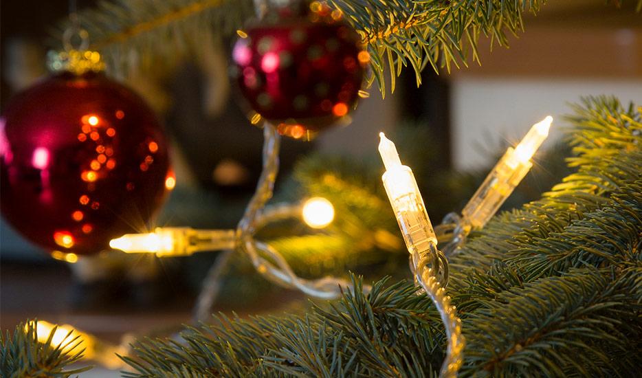 k nstlicher weihnachtsbaum inkl beleuchtung. Black Bedroom Furniture Sets. Home Design Ideas