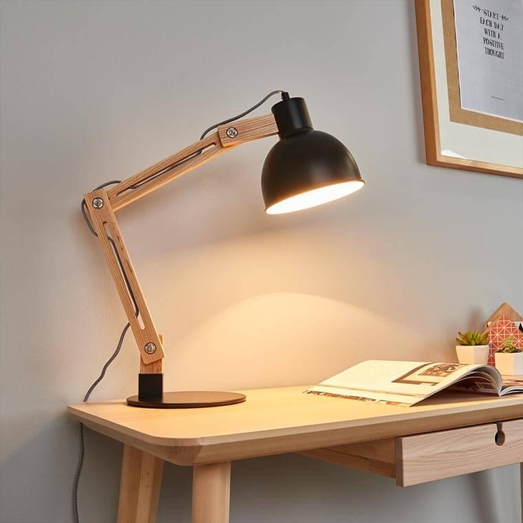 LED-Schreibtischleuchte aus Holz