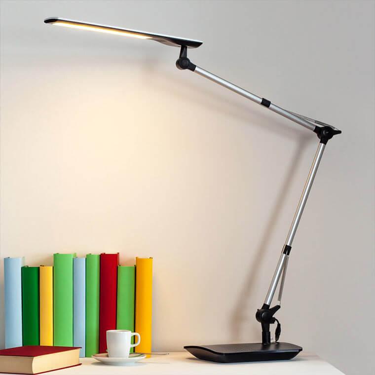 LED-Schreibtischleuchte mit Klemmfuß